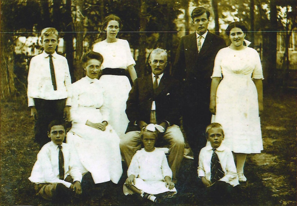 Walter and Edith Jones family, 1928